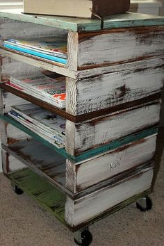 30 DIY Wooden Pallet Projects--BED FRAME, BOOKCASE AND PATIO FURNITURE
