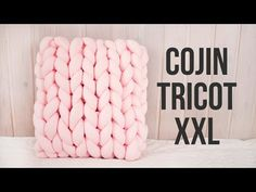 Learn to knit easily and quickly using only your hands. Cushions, scarves and more! using scarves quickly learn hands easily cushions Paper Flowers Craft, Flower Crafts, Macrame Patterns, Easy Crochet Patterns, Crafts To Do, Diy Crafts, Diy Gifts For Girlfriend, Big Yarn, Finger Crochet