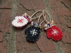 Christmas Gift Tags, Felt Christmas, Christmas Ornaments, Christmas Decor, Diy Projects Handmade, Felt Stocking, Felt Patterns, Black Glitter, Needle Felting