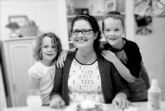 """We chat with local mom, Jill McOwen, about how she turned the """"chore"""" of cooking into a fun hobby filled with flavorful food, decadent desserts, delicious drinks, creative crafts and a community of thousands who love to connect, share and learn from each other. Read on to see how you can get in on the foodie fun! #cincychic"""