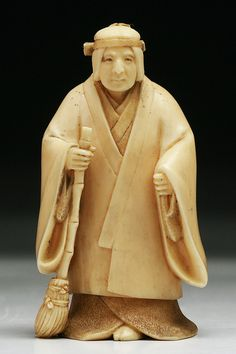 A Japanese Antique Carved Ivory Netsuke
