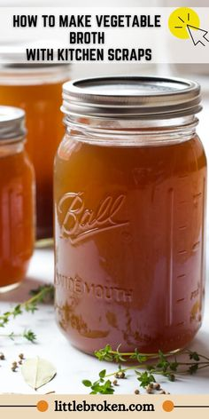 Making homemade vegetable broth has never been easier! Now you can make your own vegetable broth using kitchen scraps. Veggie Soup Recipes, Vegetarian Recipes Dinner, Vegan Recipes, Cooking Recipes, Vegan Food, Homemade Vegetable Broth, Vegetable Stock, Fondue, Easy Kid Friendly Dinners