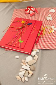 We adore bright colors and the energy that they give to a kid's party or baptism. How about this wish book in red?