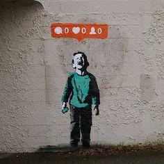 """Obra de iheart (I♥) conocida como """"Nobody likes me"""". Canadá: Vancouver, 2014. iheart hace una crítica a los medios sociales y, a cambio, despierta el interés de Banksy y gana el reconocimiento de la población (artículo de Sunny Lenarduzzi)."""