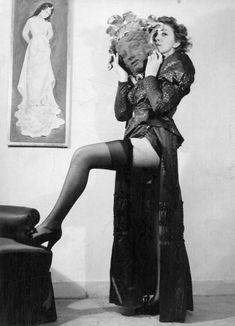 Leonor Fini in unidentified photographer, contemporary print (© Estate of Leonor Fini, image courtesy Estate of Leonor Fini). Max Ernst, Photomontage, Good Beauty Routine, Ville New York, Pin Up, Dora Maar, Eccentric Style, Paris Art, Best Beauty Tips