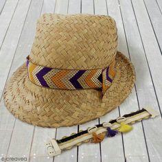 Descubre un DIY 100% étnico con un nuevo sombrero personalizado para el verano.Verás que con casi nada es posible darle estilo a cualquier accesorio, como un sombrero de paja.