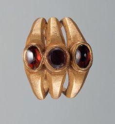 Kunsthistorisches Museum: Fingerring: Aphrodite un. Roman Jewelry, Old Jewelry, Jewelry Art, Antique Jewelry, Vintage Jewelry, Jewlery, Renaissance Jewelry, Medieval Jewelry, Ancient Jewelry