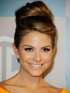 Maria Menounos's side part and honey highlights add dimension to this retro style.