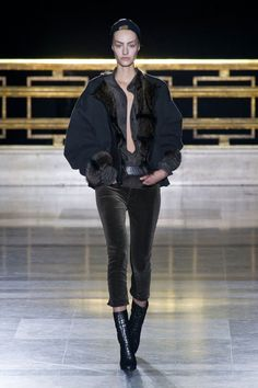 See the best runway looks fro Paris Fashion Week: Maiyet Haider Ackermann and Acne Studios. World Of Fashion, High Fashion, Fashion Show, Fashion 2014, Haider Ackermann, Runway Fashion, Paris Fashion, Grunge Fashion, Autumn Winter Fashion