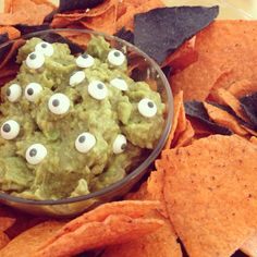 Halloween snack ideas - eyeball guacamole #Halloween