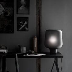 Helgevold Gruppen - En bordlampe for enhver anledning A Table, Table Lamp, Interior Color Schemes, Grey Glass, Venetian Glass, Diffused Light, Danish Design, Interior Lighting, Hand Blown Glass
