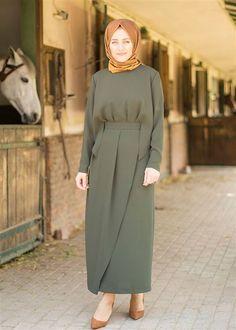 Parçalı Kemer Detaylı Elbise
