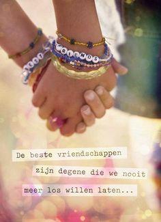 De beste vriendschappen zijn degene die we nooit meer los willen laten.. #Hallmark #HallmarkNL #quote #vriendschap