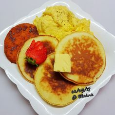 Breakfast hotcake, chicken patties with egg . . . . . . #sgfood #sg #breakfast #homecooked #homemade  #honey #coffee #hotcake #hotcakes #pancake #eggs #butter #cookwithlove #family #strawberrys #koreapancake #healthyfood #healthy #healthyeating #chicken #chickenpatties