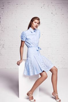 See the complete Blumarine Resort 2016 collection.