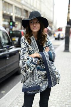 425ec089f009 Oversized tribal sweater and hat Cardigan Style, Mode Outfits, Winter  Outfits, Boho Fashion