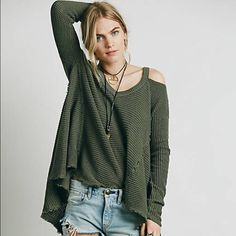 Free People Moonshine Pullover Green S Free People cold shoulder sweater with unfinished hi low hems. Brand new, with tags. Free People Sweaters V-Necks