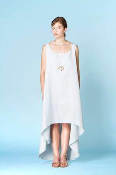 Long pendentif Noémiah 75.00 $  Ce long pendentif à breloques vous habillera avec une touche originale de féminité. Un accessoire qui saura vous démarquer !  Créé et fabriqué à Montréal