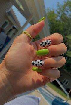 Acrylic Nails Coffin Short, Simple Acrylic Nails, Best Acrylic Nails, Acrylic Nail Designs, Acrylic Nails Green, Green Nail, Coffin Nail, Edgy Nails, Stylish Nails