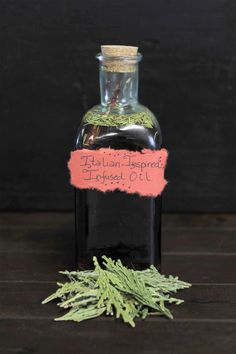 Italian-inspired infused oil recipe with pumpkin seed oil. Diy Holiday Gifts, Holiday Gift Guide, Diy Gifts, Pumpkin Recipes, Fall Recipes, Mountain Rose Herbs, Pumpkin Seed Oil, Homemade Gifts, Oil Recipe