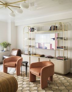 〚 New townhouse with unusual furniture and paintings 〛 ◾ Photos ◾Ideas◾ Design Living Room Interior, Living Room Decor, Dining Room, Pastel Living Room, Unusual Furniture, Charleston Homes, Cabinet Design, Interiores Design, Loft