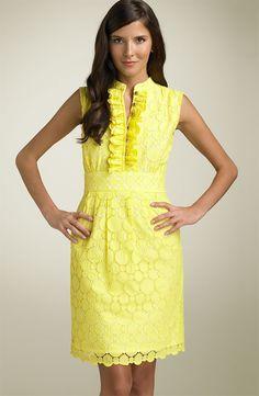 vestido amarillo bordado.