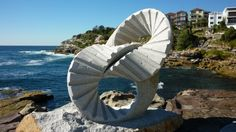 Sculpture by the Sea, a free outdoor exhibition in oshi-zokei 2013 2 rings by Keizo Ushio Stuff To Do, Things To Do, Most Beautiful, Beautiful Places, Sea Sculpture, Sydney Australia, Seaside, Vibrant, Shapes