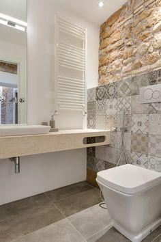 Via Sistina Apartment bathroom mosaic on wall