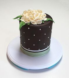 Get an Intro to Modeling Chocolate in Cityscape Cakes, a Craftsy Class