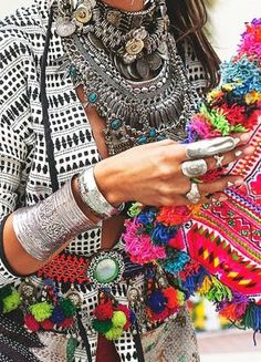 You See Your Gypsy, part 2 Coachella Fashion Outfit. Lots of accesories, statement necklaces, silver braceletes and big rings. And You See Your Gypsy, part 2 Hippie Style, Look Hippie Chic, Boho Chic, Gypsy Style, Boho Style, Boho Gypsy, Bohemian Mode, Gypsy Cowgirl, Moda Hippie