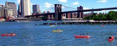 Este verano, disfruta de una sesión de kayak gratis en Nueva York. Navega por el río Hudson y el East River desde estos muelles.