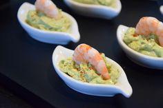 Pour épater vos convives à l'apéro, testez cette recette de mousse d'avocat au mascarpone et aux crevettes, très rapide à préparer. Vous pouvez aussi la réaliser dans des verrines.