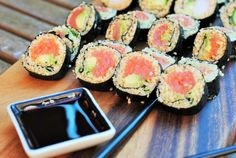 Hungry Healthy Happy - Quinoa Sushi - I LOVE sushi and the city I live in has some amazing Japanese restaurants that my husband and I like to go to. Unfortunately, none of them that I have foun Japanese Japanese, lunch, quinoa sushi Sushi Recipes, Healthy Diet Recipes, Clean Eating Recipes, Healthy Snacks, Healthy Eating, Yummy Recipes, Keto Recipes, Quinoa Sushi, Sushi Lunch