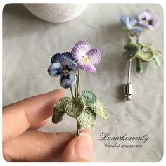 Lunarheavenlyレース編み作家 on - Decor Tips 2019 Crochet Brooch, Crochet Art, Crochet Motif, Irish Crochet, Crochet Necklace, Crochet Flower Patterns, Crochet Flowers, Hand Embroidery Flowers, Knitting Accessories