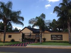 Palms Rest Guest House - Palms Rest Guest House is located in a quiet suburban area between Pretoria and Johannesburg, just 20 km from the OR Tambo International Airport.  We are a few kilometres away from Irene Village Market, ... #weekendgetaways #johannesburg #southafrica