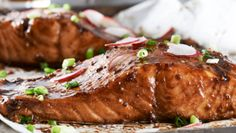 A delicious concoction of balsamic vinegar and maple syrup serves as both marinade and glaze for this impressive yet simple baked salmon. Maple Syrup Salmon, Maple Glazed Salmon, Balsamic Salmon, Maple Balsamic, Salmon Marinade, Salmon Curry, Spicy Salmon, Salmon Recipes