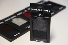 iPhone Hüllen aus reinen Naturmaterialien von Wolfsrudel. 100% Natur-Filz kombiniert mit gegerbtem, florentinischen Rindsleder. Handmade in Germany.