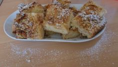 Het bijzondere aan deze Zweedse appeltaart is dat de boter en de melk aan de kook gebracht moet worden en heet door de losgeklopte eieren etc. gemengd wordt....