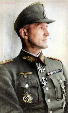 General der Gebirgstruppe Friedrich Jobst Volckamer von Kirchensittenbach (16 April 1894 - 03 April 1989), commander 8. Jäger Division, L. Armeekorps, 16. Armee. Knight's Cross of the Iron Cross on 26 March 1944 as Generalleutnant and commander of 8. Jäger Division. Kirchensittenbach was captured by Soviet troops in the Courland Pocket in May 1945 and was held until 1955.