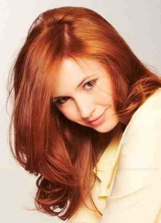 I should probably stop pining pics of Karen Gillan... but she's so beautiful!