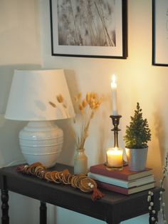 Tour this small but cosy home with lots of simple ideas on how to decorate your home for Christmas. White Christmas decorations and dried orange slices create a beautiful seasonal display in this cosy living room White Christmas Trees, Cosy Christmas, Christmas Scents, Beautiful Christmas, Christmas Home, Cosy Lounge, Lounge Decor, Hallway Decorating, Decorating Your Home