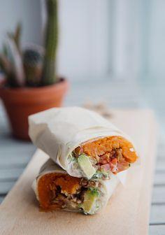 Vegetarian sweet potato & green lentil burritos - www. Although vegan diet is apparently spreading Vegetarian Options, Vegetarian Recipes, Healthy Recipes, Healthy Food, Burritos, Hamburger Vegan, Sandwiches, Green Lentils, Spring Recipes