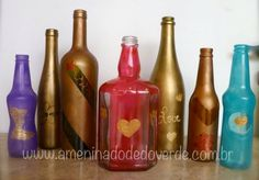 Glass bottles painted by Nô Figueiredo  To buy: http://www.elo7.com.br/ameninadodedoverde