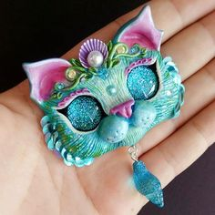 Hello there! And here she is: take a closer look on my teal Purrmaid fridge magnet ✨✨ For my purrmaid lover @verirrtes_irrlicht Btw, I am sculpting a bunch of mermaid necklace kitties, will be on my Etsy shop by the end of the week, will be updating you of course ❤️ #mercat #purrmaid #catmagnet #catlivers #catart