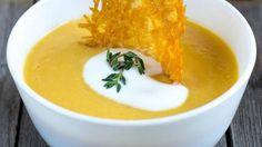 Суп-пюре из тыквы с куриной грудкой и чипсами из пармезана