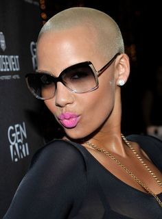 Amber Rose in Square oversize sunglasses Amber Rose, Big Chop, Natural Hair Styles, Short Hair Styles, Divas, Bald Girl, Kim Kardashian And Kanye, Bald Women, Bald Heads