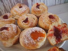 Morzsamesék: Cruffin Sweet Cookies, Doughnut, Cookie Recipes, Muffin, Food And Drink, Mint, Sweets, Breakfast, Sweet Pastries
