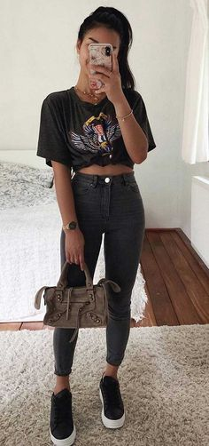 15 looks para quem ama t-shirt - Guita Moda Simple Outfits, Outfits For Teens, Trendy Outfits, Fashion Outfits, Fashion 2020, Look Fashion, Daily Fashion, Tumblr Outfits, Looks Vintage