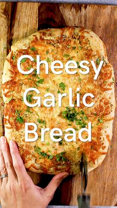 The BEST Cheesy Garlic Bread The BEST Cheesy Garlic Bread Our Happy Mess ourhappymess Appetizer Recipes If you re looking for the absolute best cheesy garlic nbsp hellip Appetizers videos Garlic Bread Pizza, Focaccia Bread Recipe, Homemade Garlic Bread, Garlic Bread With Cheese, Garlic Butter Bread, Garlic Bread From Scratch, Bread Recipe Video, Easy Bread Recipes, Garlic Recipes