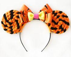 Diy Disney Ears, Mickey Mouse Ears Headband, Disney Diy, Disney Crafts, Micky Ears, Minnie Mouse, Disney Mickey Ears, Diy Mickey Mouse Ears, Diy Headband